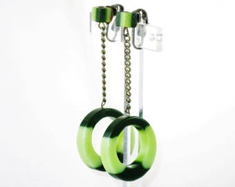 Vintage Mod Green Lucite Dangling Hoop Clip Earrings (E-1-7)
