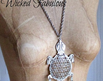 LaRGE SiLVeR  SeA TuRTLe NeCKLaCe