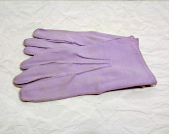 Vintage Lavender Gloves, Lilac Gloves, Purple Short Gloves, Wrist Length Gloves, 1950s Gloves, Ladies Gloves, Womens Gloves