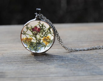 Real moss necklace moss terrarium pendant real pressed flower necklace woodland jewelry botanical jewelry nature inspired rustic wedding