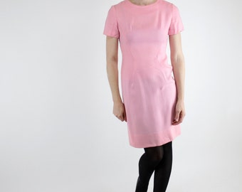 Vintage 60's short sleeved dress, classic fitted silhouette, perfect pink, breathable polyester - Small