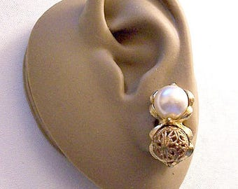 Filigree White Pearl Double Bead Cluster Clip On Earrings Gold Tone Vintage Large Scallop Line Brushed Raised Edges