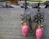 Boho framboise - earrings with wings and framboise drop beads