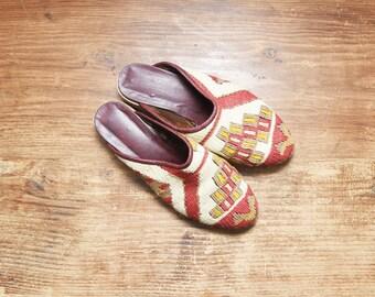 Vintage Ethnic Kilim Shoes , Tapestry Slides sz. 7 DEADSTOCK