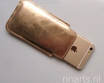 Leather iPhone  6s and 7 case in rosé gold metallic leather.  Rosé gold iphone 6s and 7 sleeve.