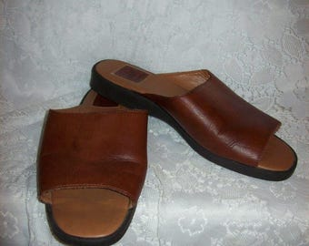 Vintage Ladies Brown Leather Slides Sandals Decoys by Auditions Size 9 WIDE Only 7 USD