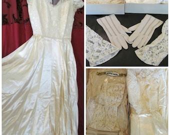 Vintage '50s Wedding Dress Bridal Gown Ivory Lace Satin Tulle Off Shoulder Illusion Neckline Full Circle Skirt 2pr Gloves, Cap & Veil Sz XS