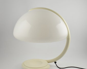 Italian design icon from Elio Martinelli Serpente tavolo 599, tablelamp from Martinelli Luce