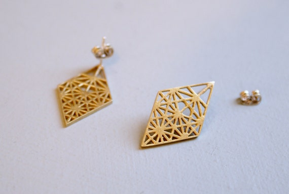 Geometric studs - large diamond