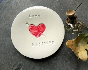 Love Knitting Ceramic Jewelry Dish, Red Yarn Heart Pottery, Mother Trinket Dish , Stitch Markers Dish, Knitter Dish, Sisters Gift