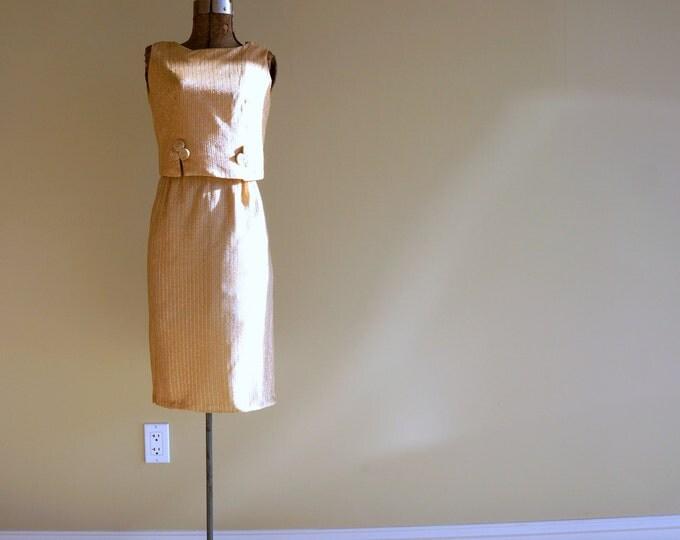 Gold Lurex Cocktail Dress XS 1950s 1960s Wiggle Dress Metallic Silk fab Detail 60s Dress Hourglass Bombshell Vintage Holiday Dress 24 Waist