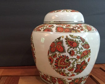 SALE / beautiful ginger jar / Chinoiserie