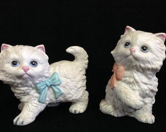Vintage HOMCO Pair of Adorable White Kittens in Bows #1428     (LDT5)