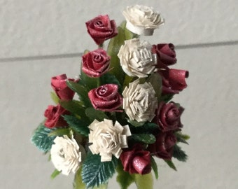 "Dollhouse Miniature Floral Arrangement in 1"" scale"