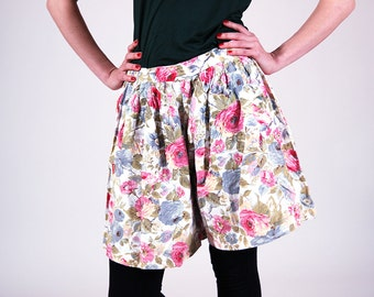 Floral vintage skorts, women skirts/ skorts, multicolour 90s shorts, boho, summer shorts, M/L, shabby chic wear