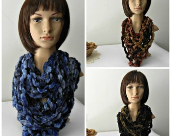 Neckwarmer in chenille, Textile necklace, handmade circle scarf, chunky scarf necklace, lariat scarf, gift idea, gift for her