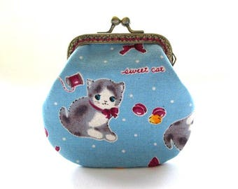 Sweet cat change purse, clutch coin pouch, bronze kiss lock clasp purse, metal frame pouch, cat on blue fabric