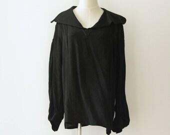 Black silk kimono floral blouse. Black silk poet sleeve shirt. Japanese floral top. Classic silk slouchy shirt. Wide collar. Avant Garde. M