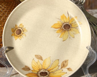 "Johnson of Australia ""Sunflower "" Dinnerplate"