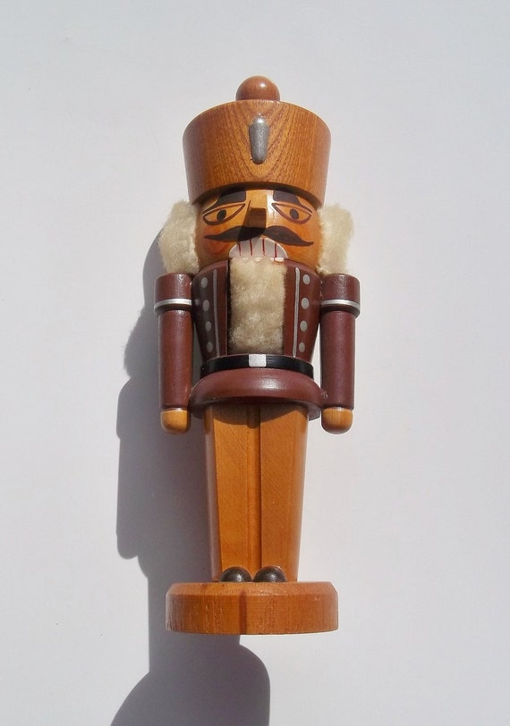 Vintage ERZGEBIRGE German NUTCRACKER