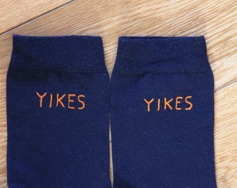 Yikes embroidered socks / Chaussettes brodées Yikes