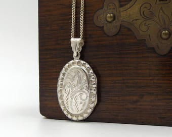 Sterling Silver Locket Necklace | Vintage Oval Photo Locket Pendant On A Chain