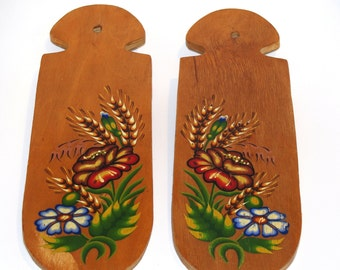 Rare 70s Vintage 2 Wooden Decorative Cutting Boards, Country Wall Decor, Kitchen Decor, Hand painted flowers, Hand carved, Polish folk art