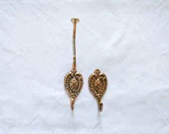 Set of 2 Brass Hangers Vintage coat hook-Brass wall hook-coat hook-Brass clothes hook-Rustic clothes hook-Brass home decor-Ornate wall hook