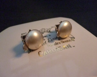 A pair of vintage sterling silver and pearl clip on earrings - 925