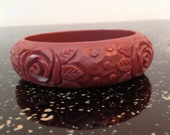 1930s bangle bracelet in celluloid plastic with rose design vintage