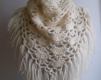 Vintage Wool Crochet Scarf, White Wool scarf, Handmade Crochet scarf, Triangle scarf, Crochet Boho scarf, Triangle Boho scarf, White scarf