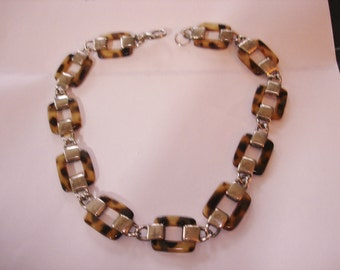 Tortoise and Silver Metal Link Necklace Choker