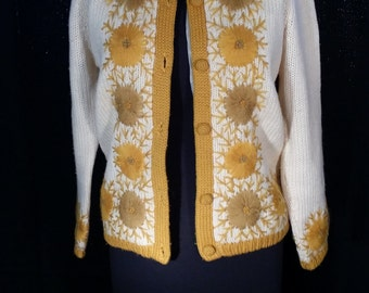 sunburst knit pinup sweater cardigan vintage gold yarn knit 36 Harilela's Hong Kong silk lined 100% wool quality 50s 60s classic