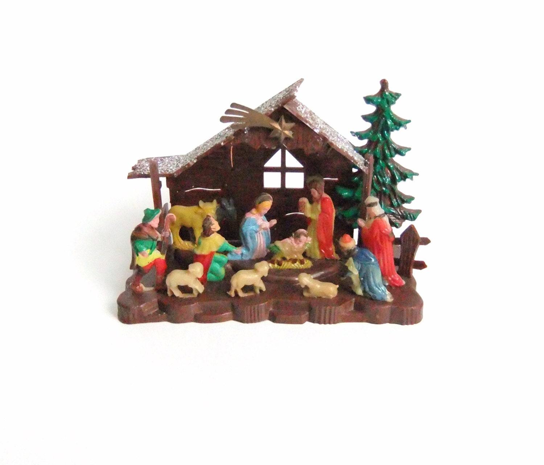 Vintage plastic nativity decoration nativity scene for Decoration fenetre creche