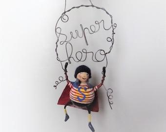 SUPER HERO décoration à suspendre sculpture garçon figurine décoration chambre enfant cadeau naissance mot fil de fer recuit creation uniqu