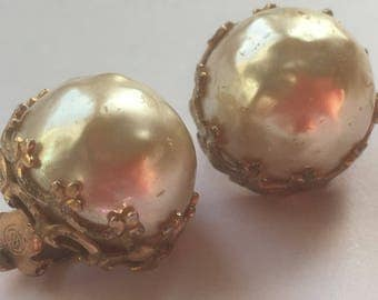 Vintage Faux Pearl Clip On Earrings In Gold Tone Metal Frame Signed GM/1960s/