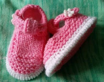 Baby knitting Patterns mottled t bar shoes and socks size 0-3mths