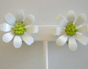 Vintage White Enamel Daisy Green Center Clip Earrings