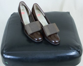Vintage 60's Brown Patent Leather Heels With Bows Size 7.5