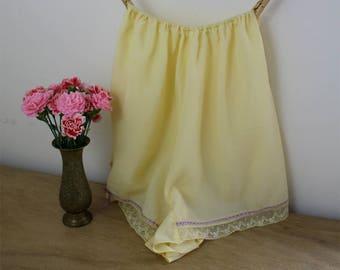 1950s Tap Pants / 50s Nylon Knickers / Elasticated Waist / 1950s Panties / Yellow Bloomers / Juliette Lingerie / Size Medium / S M L