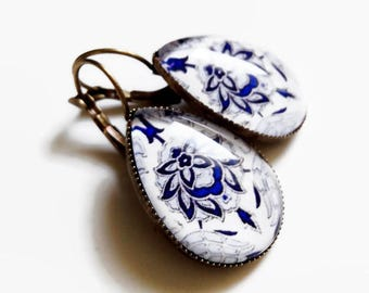 Earrings * Turkish porcelain * white blue drops ethnic sleepers, cabochon glass