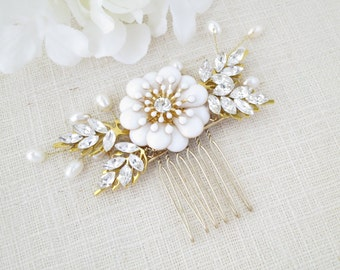 Swarovski bridal hair comb, Crystal and pearl flower hairpiece, Gold wedding hair accessory