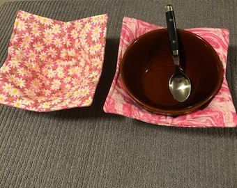 Reversable bowl pot holders in pink