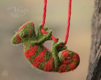 Necklace with needle felted chameleon, felt reptile, green and red gift, chameleon jewelry, reptile pendant, chameleon toy, gift for her