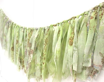 Garland of fringes in chiffon and veil green, decoration shabby chic, baby shower, decoration of annivesaire