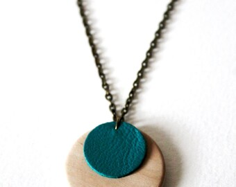 Necklace turquoise leather wood