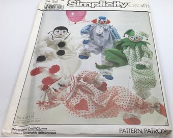 """Simplicity Sewing Pattern 8379 Decorative Craft Clowns Harlequin Jester Pierrot Size 20 """" Including Transfers New Uncut"""