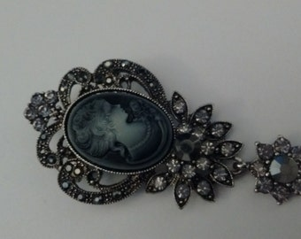 Beautiful Vintage Style Cameo Brooch