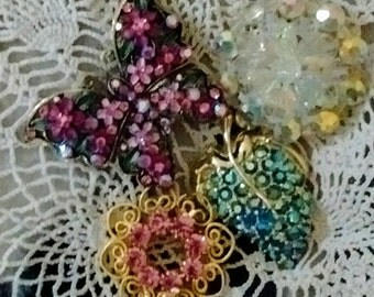 small lot of vintage brooches