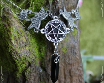 Inverted pentagram necklace, inverted pentacle, Satanique necklace, gothic necklace with onyx